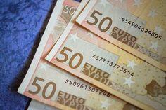 Klusjes die je geld besparen - broekzak met geld
