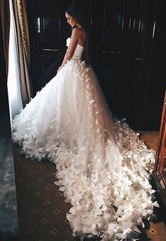 stunning wedding dress - train with faithers