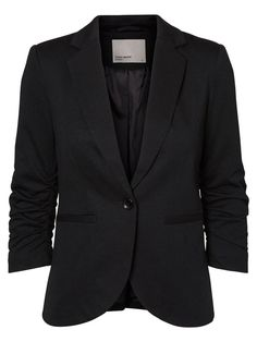 Long sleeved blazer from VERO MODA. Ideal to make your outfit look classic.