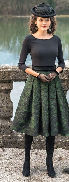 Sweet and classy traditional style with Royal yet relaxed touch. Trachtenrock ensemble green / black.