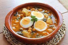 Este plato de espinacas con garbanzos y huevo, revive a cualquiera #EspinacasConGarbanzosYHuevo #RecetasConEspinacas #CocinaEspañola #RecetasCuaresma