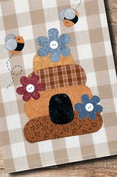 Beehive Applique Tea Towel Patternlet by The Wooden Bear Applique Towels, Applique Patterns, Small Sewing Projects, Art Projects, Bee Crafts, Bear Design, Cute Gifts, Tea Towels, Kids Rugs