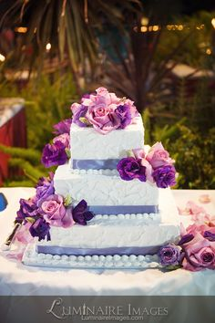 Purple and pink roses wedding cake