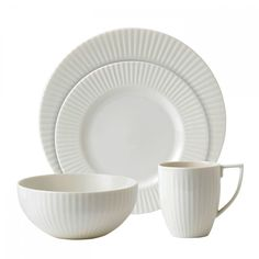 TREND: Three simple and flawless styles for your table setting. Wedgwood, Tisbury plate set @wedgwooduk  | #designbest #tablesettings #classic #romantic #modern |