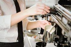 Karena dalam proses kopi, fase milk steaming juga memegang peranan penting. SUSU yang proses pemanasannya baik jika dikombinasikan dengan espresso yang proses penyeduhannya juga baik akan memberikan sensasi yang tak terlupakan. Foam susu yang baik cenderung mirip dengan marshmallow cair: lembut, mou…