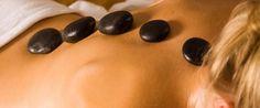 Массаж горячими камнями оказывает просто волшебны эффект. В спа отеля Гранд Велас Ривьера Наярит гостям предлагается несколько видов этой процедуры