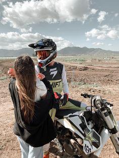 Dirt Bike Couple, Motocross Couple, Motorcycle Couple Pictures, Motocross Love, Motocross Girls, Cute Country Couples, Cute Couples Photos, Cute N Country, Cute Couple Pictures