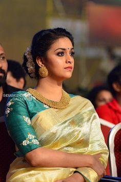 Exclusive stunning photos of beautiful Indian models and actresses in saree. Bridal Blouse Designs, Blouse Neck Designs, Blouse Patterns, Kerala Saree Blouse Designs, Lehenga Designs, Sari Blouse, Set Saree, Sumo, Saree Trends
