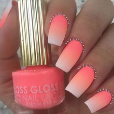 Tendance Vernis : Ombre nails are very trendy now. You can achieve the desired effect by using nail polish of different colors. To help you look glamorous we have found 30 pictures of beautiful nails. Neon Nails, My Nails, Summer Shellac Nails, Nail Summer, Oval Nails, Neon Coral Nails, Acrylic Nails For Summer, Coral Nail Art, Beach Holiday Nails