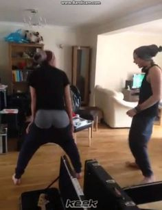 it's gettin hot in here - 5 seconds of summer (keek) BEST KEEK EVER BC ASHTON'S DANCING IS SO F-ING HOTT