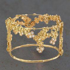 Bracelet manchette Jardin Mystérieux, fleurs de cerisier,  en or et diamants par Anaïs Rheiner pour l'Atelier des BIjoux Créateurs.