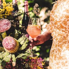 1 - Fill glass with ice 2 - Add St Germain Elderflower 3 - Add Fresh Grapefruit 4 - Top with Chandon Sparkling Rosé 5 - Garnish with an Edible flower 6 - Share! St Germain Elderflower, Rose Vintage, Party Platters, Refreshing Cocktails, Edible Flowers, Decoration, Craft, Alcoholic Drinks, Bloom