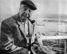 En esta foto esta Pablo Neruda y el era una de las personas que fue un importante en crear el vanguardismo. Los hombres se vestian asi como esta el en esta foto.