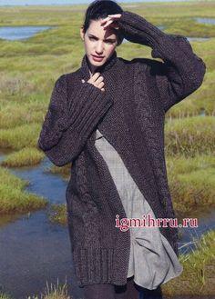 Теплое меланжевое пальто из мериносовой шерсти с добавлением шелка, с узорами из кос. Вязание спицами