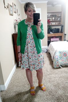 Cute floral dress with kelly green cardigan and mustard yellow sandals. Cute summer work wear for the office. #outfitideas #weartowork Summer Tunics, Summer Dresses, Summer Fashions, Summer Outfits, Summer Work Wear, Best Cardigans, Swing Dress With Pockets, Yellow Sandals, Cute Floral Dresses