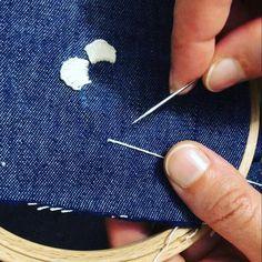 "25 Beğenme, 5 Yorum - Instagram'da Embroidery|Nakış|Etamin Kolye (@suzeniden): ""🌺Çift iğne ile birit yapımı🌺 Cast on stitch with two needles.…"""