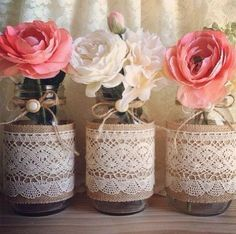 Magali Vieira is coming soon Mason Jar Crafts, Bottle Crafts, Bottles And Jars, Deco Table, Diy Wedding, Flower Arrangements, Diy And Crafts, Burlap, Projects To Try