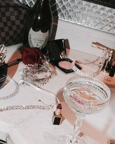The Luxury Lifestyle Agent Boujee Aesthetic, Bad Girl Aesthetic, Aesthetic Vintage, Aesthetic Pictures, Aesthetic Beauty, Aesthetic Fashion, Glamour Vintage, Vintage Ladies, Elegantes Outfit Frau