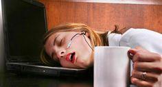Neden Hep Yorgunsunuz?  Bir müddet sonra çalışan insan ruhen ve bedenen yorgun düşebilir. İnsan yorgun düştüğü  #yorgunlukbelirtileri #yorgunlukbelirtisineçözümönerileri  http://zarafetim.com/yorgunluk-belirtisine-cozum-onerileri/