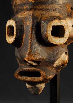 Pende Tundu Mask, DR Congo http://www.imodara.com/item/dr-congo-pende-mbuya-village-mask-tundu-clown-mask/