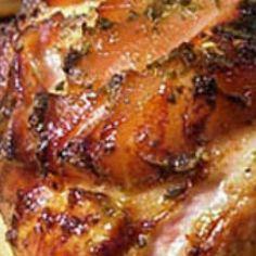 Receita de Pernil de porco assado - Pernil, 1 pernil de 4 kg preferencialmente fresco, 150g de toucinho defumado (bacon) cortado em pedaços pequenos, Água p...