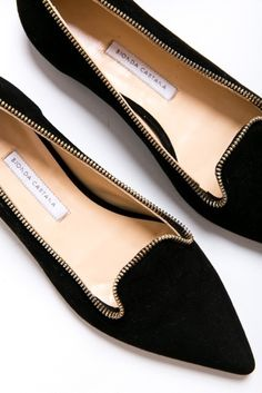 Classic, elegant, black flat shoes.