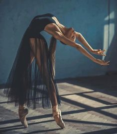ballerina, dance, and ballet image - Photo Ballet Art, Ballet Dancers, Ballerinas, Dance Costumes Ballet, Ballet Studio, Dancers Body, Female Dancers, Ballet Girls, Studio Art