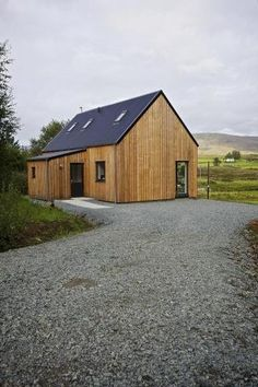 From the Isle of Skye comes the R.House by Rural Design Architects, a line of affordable prefabricated homes designed to fit in with the vernacular architecture and landscape of Skye. This is more of a modern house we might see built today. Prefabricated Houses, Prefab Homes, Tiny Homes, Modern Barn, Modern Farmhouse, Modern Small House Design, Vernacular Architecture, Best House Plans, Building A Shed