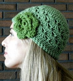 The Shell Stitch Crochet Hat Pattern brings a great design to the classic beanie style, and this easy crochet hat is a great way to give your wardrobe some crochet magic. The crochet flower adds just the right amount of fresh spring style, too. Easy Crochet Hat, Crochet Hat For Women, Crochet Shell Stitch, All Free Crochet, Crochet Beanie, Crochet Stitches, Knit Crochet, Hat Patterns, Beanies
