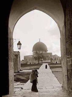 Jerusalem-Palestine 1900   Palestine History, Naher Osten, Dome Of The Rock, Holy Land, Historical Maps, Photojournalism, Islamic Art, Landscape Art, Love Art