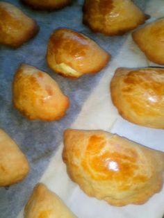 Τυροπιτάκια κουρού !!! ~ ΜΑΓΕΙΡΙΚΗ ΚΑΙ ΣΥΝΤΑΓΕΣ 2 Muffin, Pudding, Breakfast, Desserts, Recipes, Food, Breakfast Cafe, Tailgate Desserts, Muffins