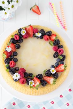 Crostata di frutta con base morbida e crema all'acqua senza uova. Recipe Fruit…