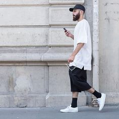 I have that exact same white t Stylish Men, Men Casual, Ropa Hip Hop, Fashion Outfits, Mens Fashion, Fashion Trends, Skater Style, Street Wear, Normcore