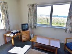 £498 - view! 2 Bedroom Cottage in Waternish to rent from £385 pw. With Fireplace and DVD.