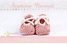 Tutorial dettagliato con foto e spiegazioni per fare delle graziose scarpine per neonati ad uncinetto. Adatte anche per bambini più grandi. Facili da fare.