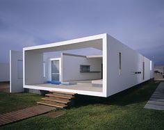 CASA EN PLAYA LAS ARENAS Javier Artadi, arquitecto Playas del sur de Lima, Perú 2003 - 2004