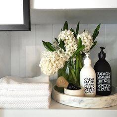 Home Decor Apartment Fresh Bathroom & Modern Powder Room Reveal - Interior Design Ideas & Home Decorating Inspiration - moercar.Home Decor Apartment Fresh Bathroom & Modern Powder Room Reveal - Interior Design Ideas & Home Decorating Inspiration - moercar Modern Bathroom Decor, Bathroom Styling, Bathroom Interior, Bathroom Ideas, Bathroom Organization, Bathroom Inspo, Neutral Bathroom, Bathroom Inspiration, Design Bathroom