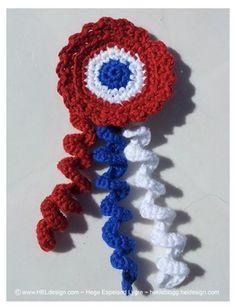 MØNSTER - Heklet 17-mai sløyfe # 3 (Hege´s Hekling ~ HELdesign - H.E.Lygre ~) 17. Mai, Art Du Fil, Crochet Flowers, Backdrops, Crochet Necklace, Norway, Military, Events, Holidays