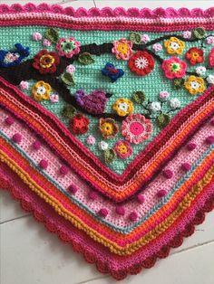Www.crochetshawl.com Www.omslagdoekhaken.nl Pattern available Pollevie