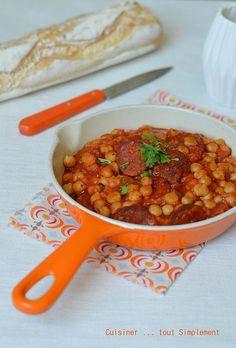 Une recette ultra simple et qui sent bon l'Espagne ... Ingrédients ( pour 4 personnes ) 350 g de pois chiches cuits 200g de chorizo 1 boîte de tomates pelées et concassées soit environ 400 g 1 oignon de l'huile d'olive de coriandre fraîche sel, poivre...