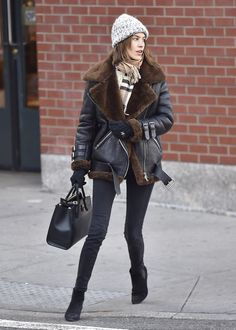 On Alexa Chung: Acne Studios jacket; Burberry Classic Cashmere Scarf Style Notes: A beanie, scarf and gloves are the perfect finishing touches for Alexa Chung's. Look Fashion, Star Fashion, Trendy Fashion, Winter Fashion, Net Fashion, Formal Fashion, Fashion Trends, Alexa Chung Style, Winter Looks