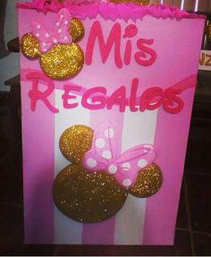 caja de regalos silueta escarchada Minnie
