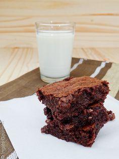 Best Ever Brownies - receita Dicas acrescentadas: é melhor colocar a baunilha no final, se usar a fava para aromatizar normalmente se faz no início. O chocolate deve ser derretido em banho maria ou microondas A temperatura do forno é de 180 graus