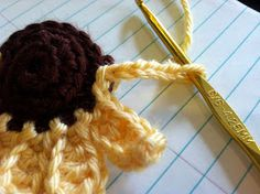 Crochet Flowers Patterns Everything Amber Skye: Small Crochet Sunflower (Pattern included) Crochet Crafts, Yarn Crafts, Crochet Projects, Crochet Toys, Knit Crochet, Small Sunflower, Crochet Sunflower, Sunflower Pattern, Love Crochet