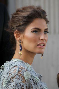 I want these earrings!! Bianca Balti fare una bella figura—make a beautiful impression.