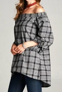 The off-the-shoulder trend continues for fall in this perfect plaid top. Gold Spark Plaid Off Shoulder Top Fall Fashion 2016, Fall Fashion Outfits, Autumn Fashion, Off Shoulder Tops, Off Shoulder Blouse, Social Threads, Party Tops, Dark Denim, Plaid
