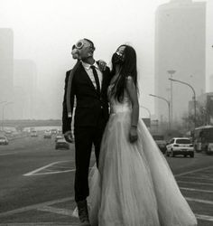 Un couple chinois porte des masques à gaz à leur marriage pour protester contre la pollution…