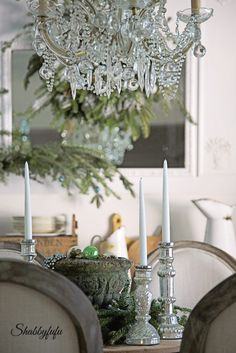 How to style a French country dining room for Christmas by the Shabbyfufublog.com