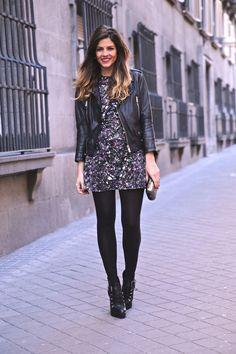 Trendy taste's printed dress look. Love it!!