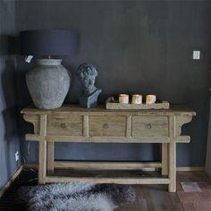 consola opción 2 con lampara (muro pintado en gris oscuro) con espejo chafado en muro